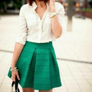 Devlin green skirt, Like New!